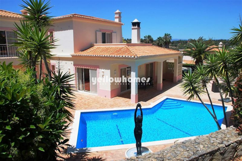 4-bed villa with beautiful views at a golf resort near Carvoeiro